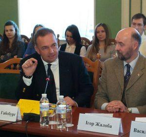 Karl von Habsburg bei seiner Rede zur Gründung der Paneuropa-Union Ukraine in Kiew. Neben ihm sein ukrainischer Amtskollege, Prof. Ihor Zhaloba.