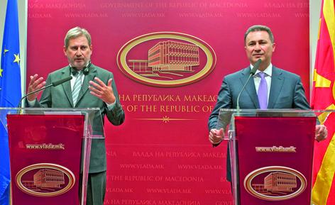 Die Partei von Ministerpräsident Nikola Gruevski (rechts), hier im Bild mit EU-Erweiterungskommissar Johannes Hahn, hat zwar bei den Parlamentswahlen im Dezember 2016 die Mehrheit bekommen, allerdings konnte sie keine Koalitionspartner finden, um wiederum die Regierung in Makedonien zu bilden.