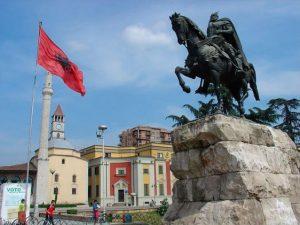 Skanderbeg Denkmal: Skanderbeg Monument (Tirana), 15. Juli 2009, EgzonNikqi, License CC BY-SA 3.0