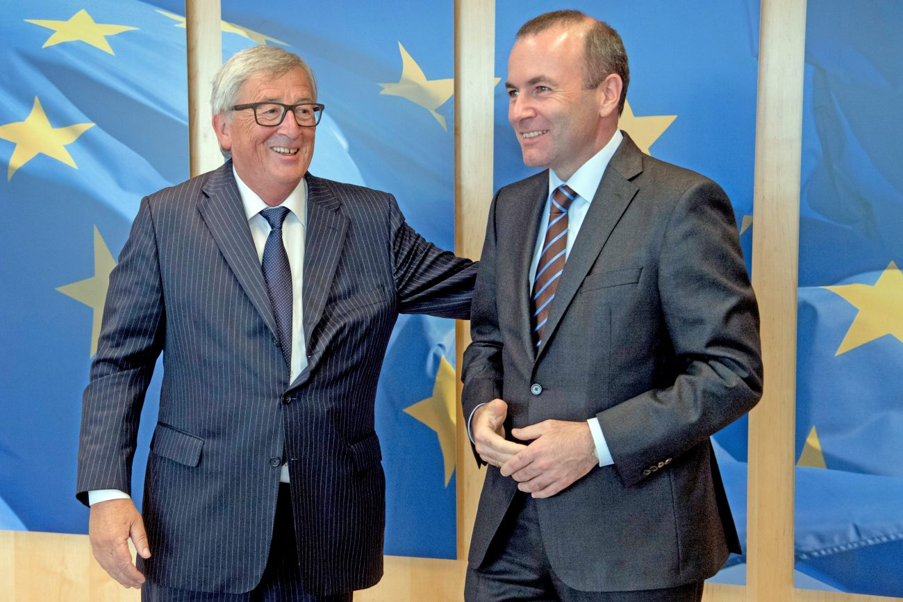 Greeting between Manfred Weber, on the right, and Jean-Claude Juncker